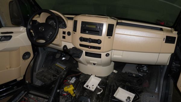 targyalobusz-biwak-egyedi-lakoauto-gyartas-mb-sprinter-2011-epul-00032FC3BB7ED-479C-0552-5E79-1FED36F5FA47.jpg