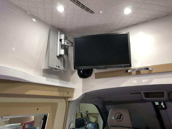 kempingauto-biwak-egyedi-lakoauto-gyartas-vw-t5-2018-kesz-000101607BADF-9E0D-556E-0E0D-36395D76992F.jpg