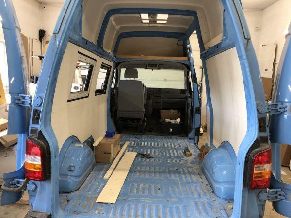 kempingauto-biwak-egyedi-lakoauto-gyartas-vw-t5-2018-epul-00006A388B385-F756-6500-9A54-C2D1396DED75.jpg