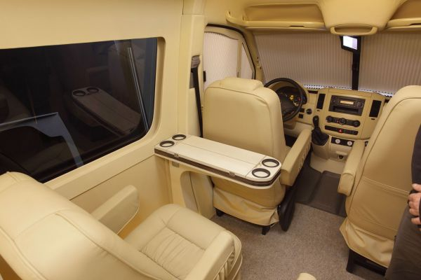 targyalobusz-biwak-egyedi-lakoauto-gyartas-mb-sprinter-2011-kesz-00008BF3C9B88-39BD-C840-F40D-3DD45957C43E.jpg