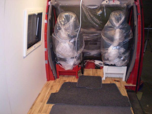 lakoauto-biwak-egyedi-lakoauto-gyartas-vw-crafter-2009-epul-0000335865D0D-E958-48D8-B7E9-7B4A551F2642.jpg