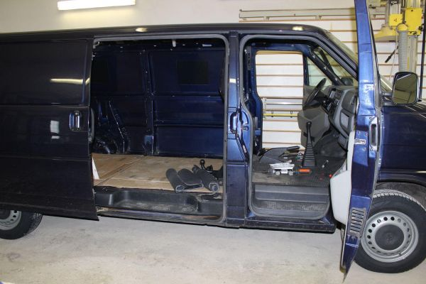 kempingauto-biwak-egyedi-lakoauto-gyartas-vw-t4-2006-epul-00004C6690758-1516-D9FF-1006-4D0A58F9F762.jpg