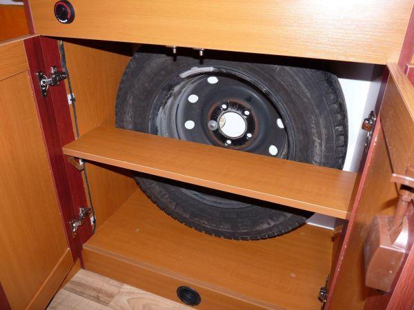 kempingauto-biwak-egyedi-lakoauto-gyartas-renault-master-2010-kesz-0001433460EE5-CEA0-AC0D-C357-7D89919D16D1.jpg