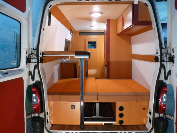 kempingauto-biwak-egyedi-lakoauto-gyartas-renault-master-2010-kesz-000217688485C-3880-9E25-BF89-0FCF5904D95D.jpg