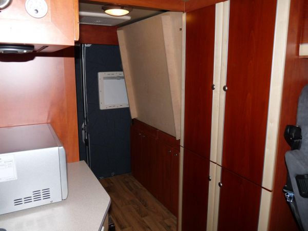 kempingauto-biwak-egyedi-lakoauto-gyartas-citroen-jumper-2010-kesz-000348703C25A-7FD2-BFAF-50B1-857A1F0E1CD1.jpg