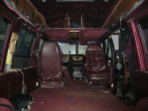 kempingauto-biwak-egyedi-lakoauto-gyartas-chevrolet-van-2007-epul-000043226C833-4796-96BB-B907-C39385583BEB.jpg