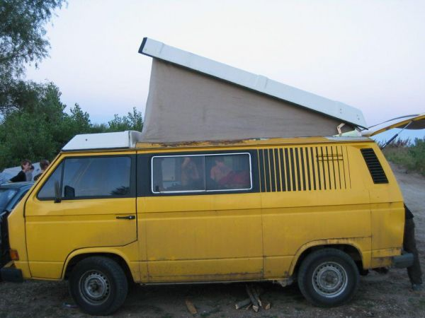 kempingauto-biwak-egyedi-lakoauto-gyartas-vw-t3-2000-epul-000013639427D-9CD7-854D-3A13-1F2FD7CD9307.jpg