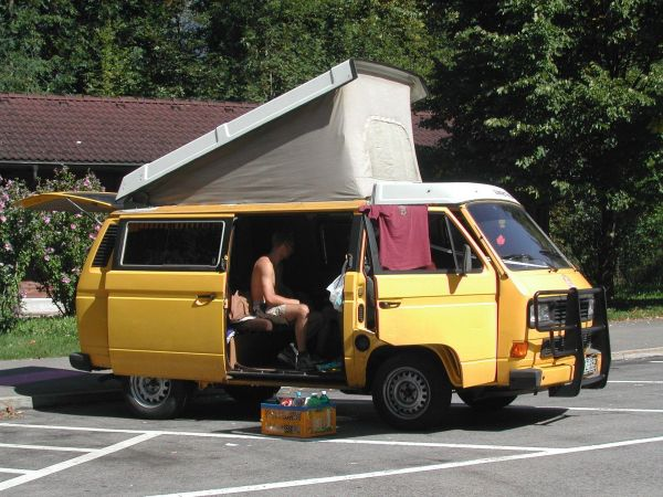 kempingauto-biwak-egyedi-lakoauto-gyartas-vw-t3-2000-epul-000092952450C-1583-2D3B-E4DC-86B0E463DAB2.jpg