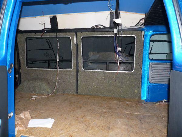 targyalobusz-biwak-egyedi-lakoauto-gyartas-gmc-vandura-2011-epul-000027B437994-BE76-B75A-0359-2BC885213901.jpg