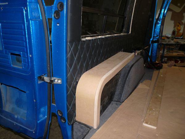 targyalobusz-biwak-egyedi-lakoauto-gyartas-gmc-vandura-2011-epul-000166313D313-C1C9-8A1D-EF59-F237FDECBE0C.jpg