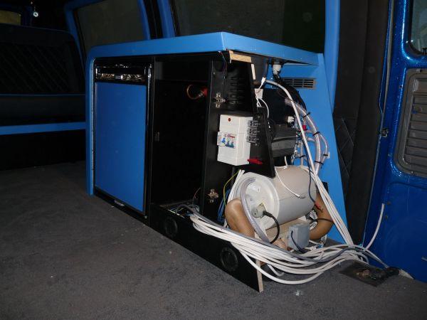 targyalobusz-biwak-egyedi-lakoauto-gyartas-gmc-vandura-2011-epul-000309E20A772-0A64-9FE8-2368-5C0779A076B7.jpg