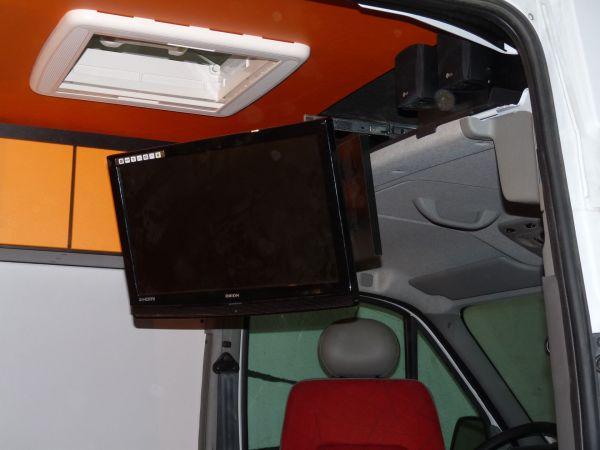 specialis-lakojarmu-biwak-egyedi-lakoauto-gyartas-renault-master-gokart-szallito-2009-kesz-0000586D16AEC-4321-3420-44BC-6BFB00A558A1.jpg