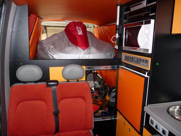 specialis-lakojarmu-biwak-egyedi-lakoauto-gyartas-renault-master-gokart-szallito-2009-kesz-00030C955BA26-F9DA-F704-EA51-D62808748830.jpg