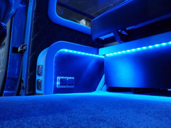 targyalobusz-biwak-egyedi-lakoauto-gyartas-gmc-vandura-2011-kesz-00013843F4ACC-C4C2-7C9F-797A-5BA81634A545.jpg