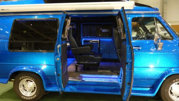 targyalobusz-biwak-egyedi-lakoauto-gyartas-gmc-vandura-2011-kesz-000345A6C7F58-8318-DC18-F083-77967BC7A397.jpg