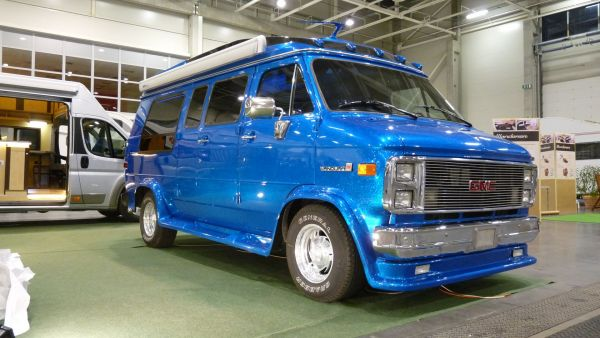 targyalobusz-biwak-egyedi-lakoauto-gyartas-gmc-vandura-2011-kesz-0003543F74011-AF43-DDFB-2063-DE261E24EE57.jpg