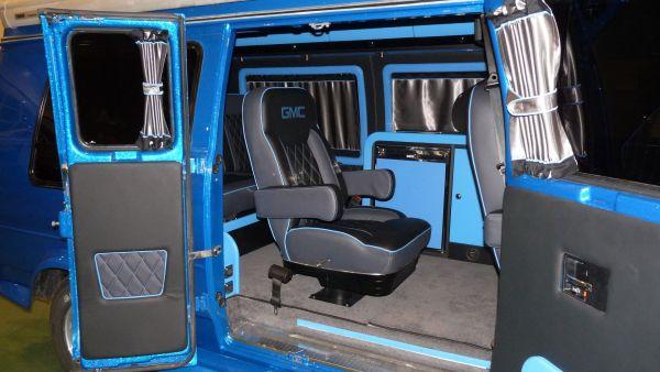 targyalobusz-biwak-egyedi-lakoauto-gyartas-gmc-vandura-2011-kesz-000393A5BD2D0-0BE7-3EC3-DA6A-9C77AA57C41E.jpg