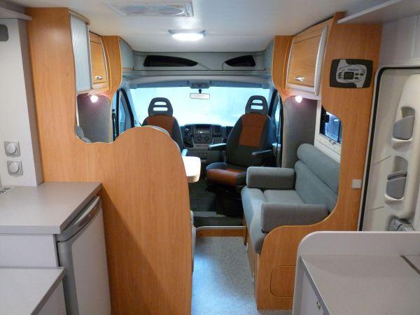 munka-jarmu-biwak-egyedi-lakoauto-gyartas-chausson-roadshow-auto-2009-kesz-00016381798C9-9EF0-FAC7-4F5F-83A383AF689F.jpg